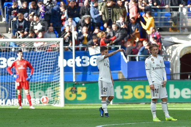 Photo of إيبار يهزأ من ريال مدريد ويحجزه في المركز السادس على لائحة الترتيب