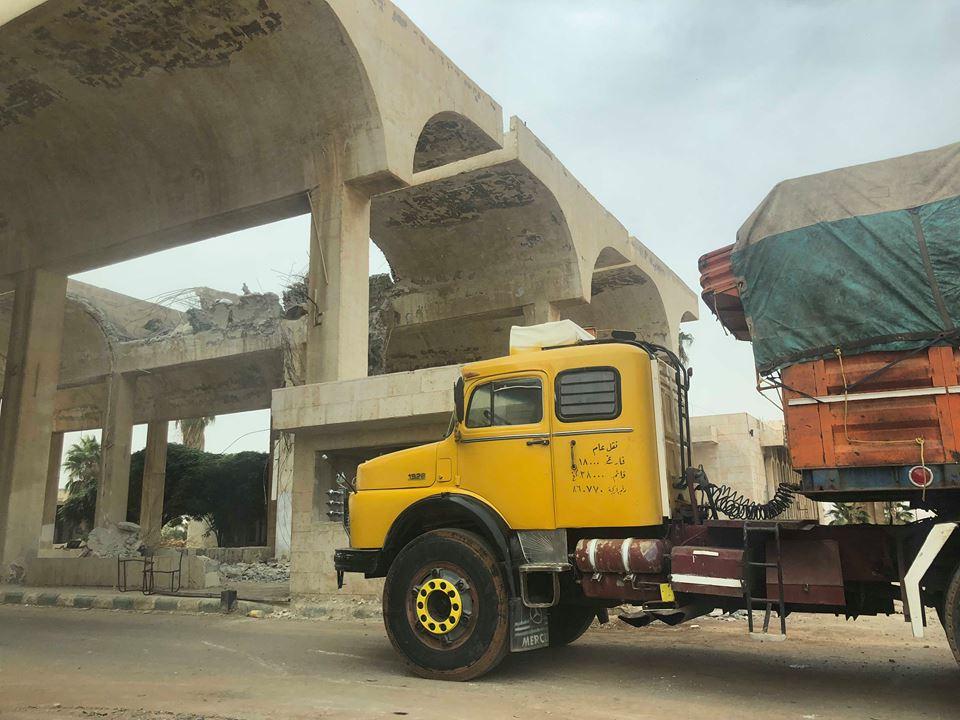 """Photo of منع إدخال شاحنات عربية وأجنبية """"فارغة"""" الى سورية"""