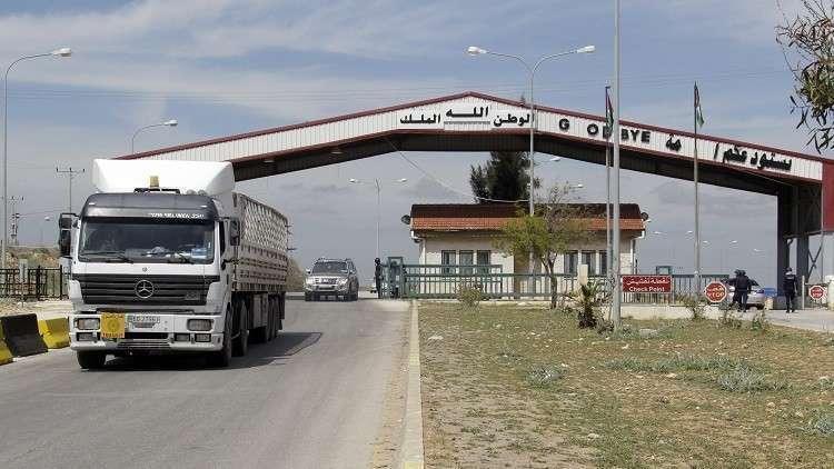 Photo of غير مسموح لشاحنات سورية نقل حمولتها في الأراضي الأردنية