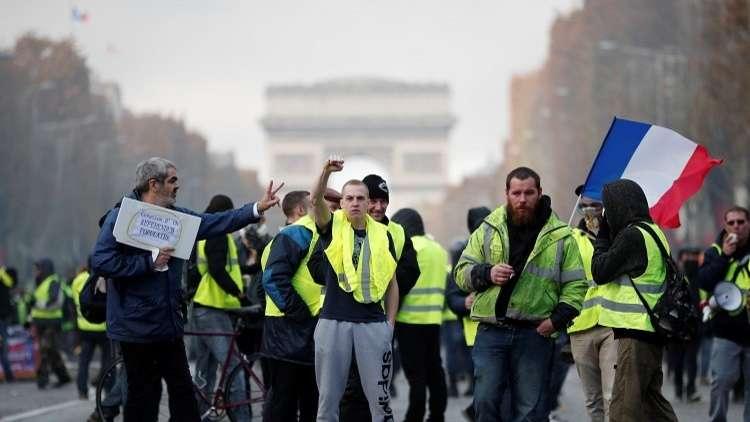Photo of حكومة فرنسا تقر رفع أسعار المحروقات لينتفض عليها أكثر من مئة ألف محتج!