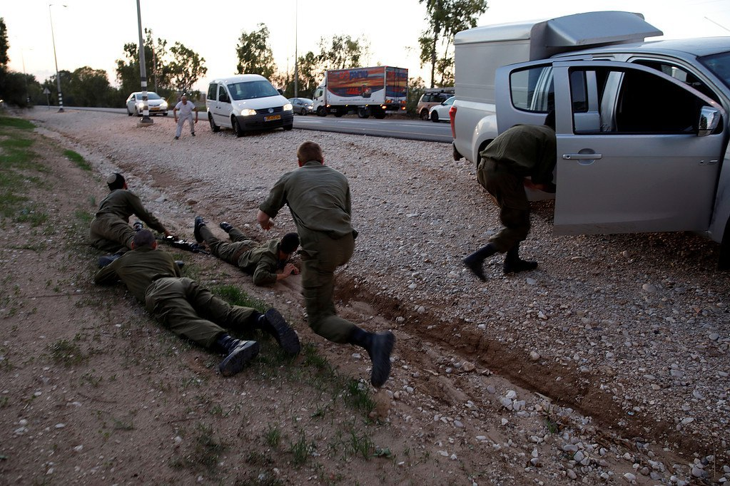 "Photo of مئات الصواريخ تنهال على المستوطنات وتجرح 19 ""إسرائيلياً"" + ""صور"""