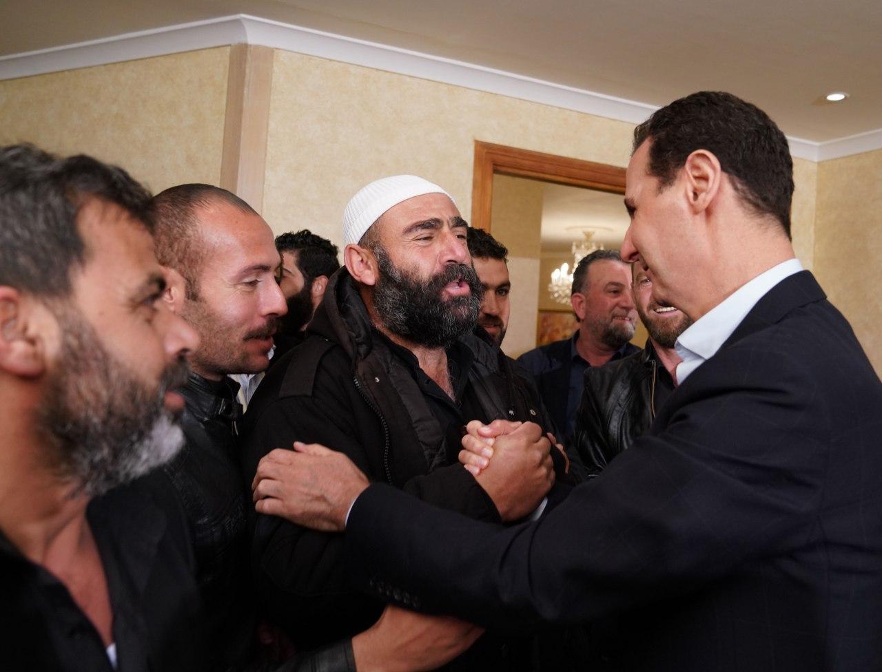 Photo of الرئيس الأسد يستقبل مختطفي السويداء المحررين