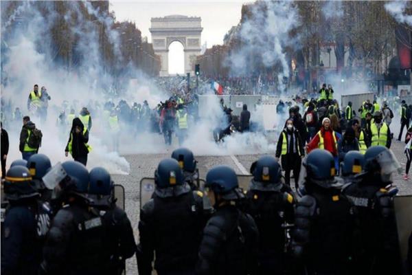 Photo of الثورة الفرنسية.. توسّع الاحتجاجات والمئات بين جرحى ومعتقلين