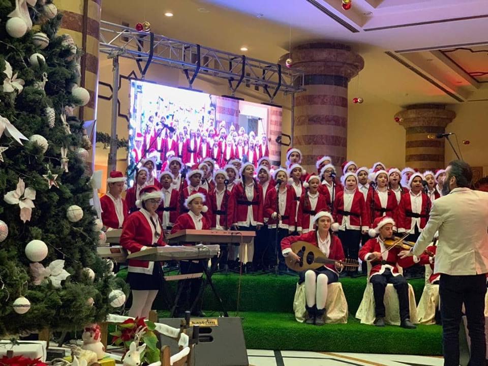 Photo of فندق الداماروز يحتفل بإنارة شجرة الميلاد
