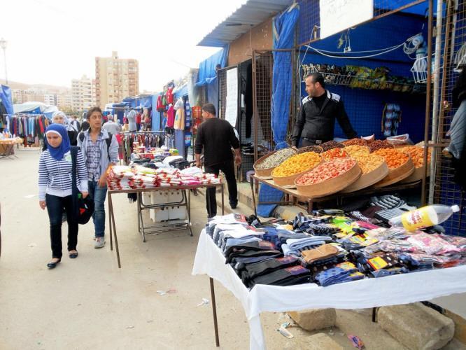 """Photo of أصحاب الأكشاك يشتكون نية المحافظة بإزالة """"سوق الخيم الزرقاء"""""""
