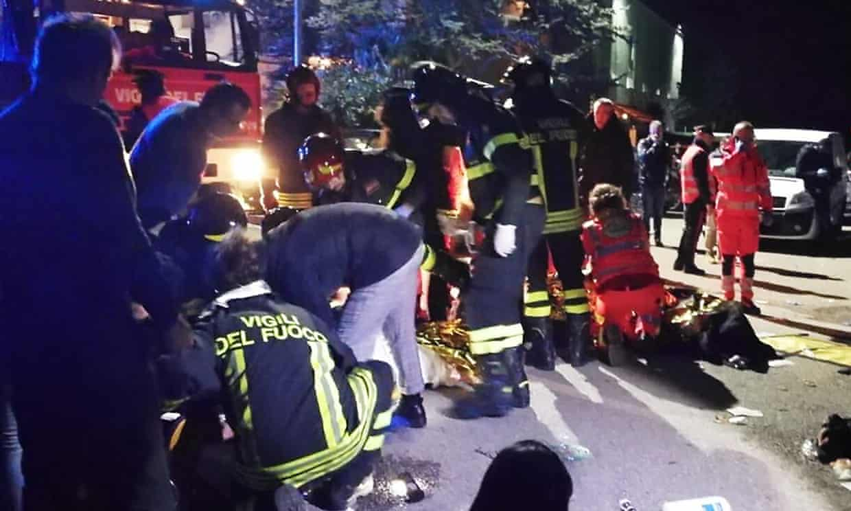 Photo of مقتل وإصابة أكثر من 120 شخصا في ملهى ليلي بإيطاليا (فيديو)
