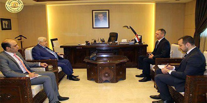 صورة المعلم يتسلم نسخة من أوراق اعتماد سفير بيلاروس الجديد لدى سورية