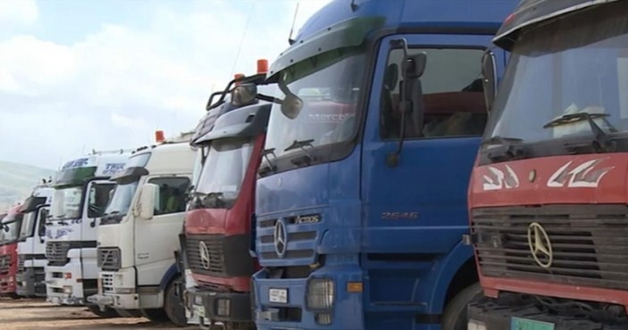 "Photo of الأردن تسمح للشاحنات السورية ""الفارغة"" العبور من أراضيها"