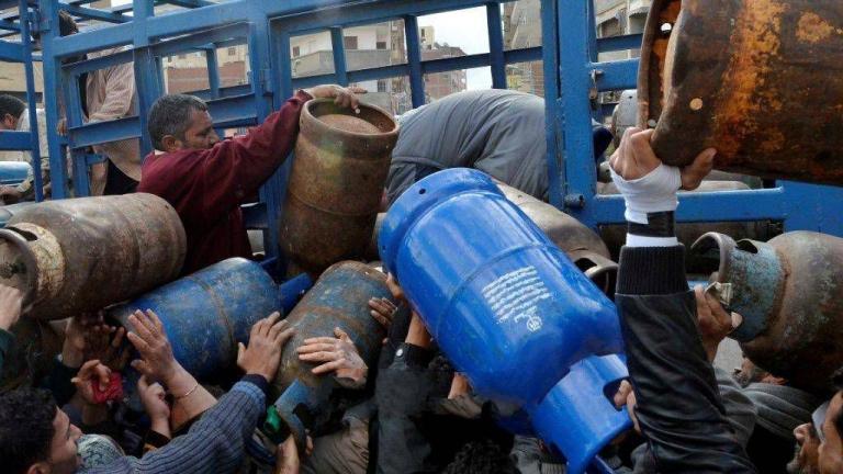 Photo of وعود بانتهاء أزمة الغاز خلال عشرة أيام