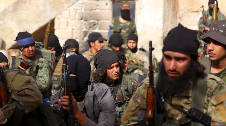 """Photo of """"النصرة"""" وحلفاؤها يتحركون ضد الجيش في منزوعة السلاح.. والمدفعية بالمرصاد"""