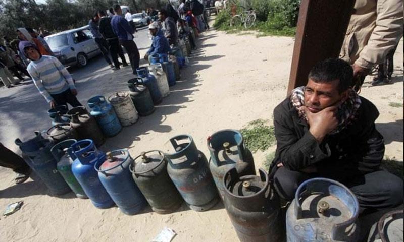 Photo of العَرض يحل أزمة البنزين في حلب بخلاف الغاز