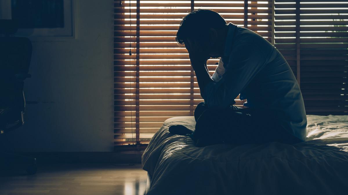 صورة الاكتئاب عند الاستيقاظ وليلة النوم السيئة علامة على أمراض خطيرة!