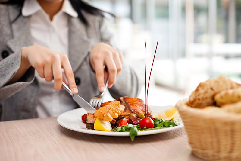 صورة مطعم يفرض غرامة على من لا يأكل طعامه بالكامل!