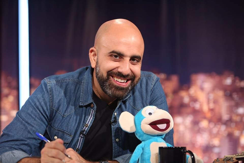 Photo of هشام حداد يكشف القناع عن نديم قطيش (فيديو)