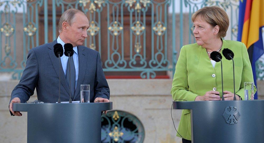 Photo of بوتين وميركل يناقشان الوضع في سورية وتشكيل اللجنة الدستورية