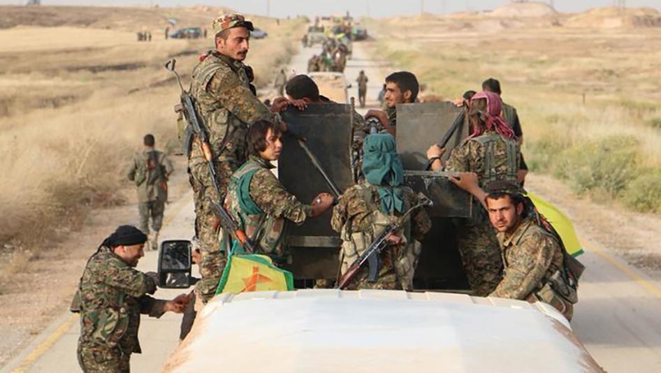 صورة انسحاب الوحدات القتالية الكردية من منطقة منبج إلى الشاطئ الشرقي لنهر الفرات