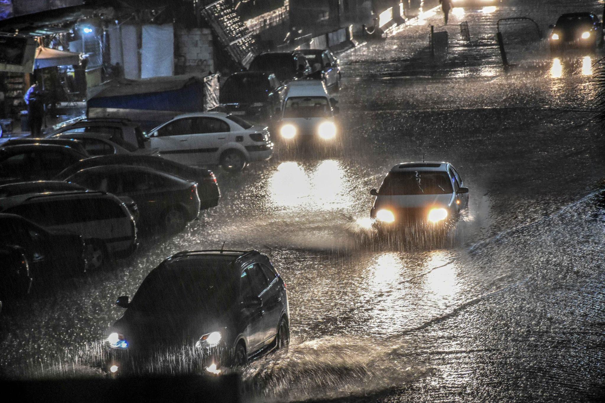 Photo of مياه الأمطار تجتاح منازل مخالفة في حرم الوادي … قطيش: المخالفات حولت مياه السيول من مجاريها الطبيعية في الأودية إلى الشوارع