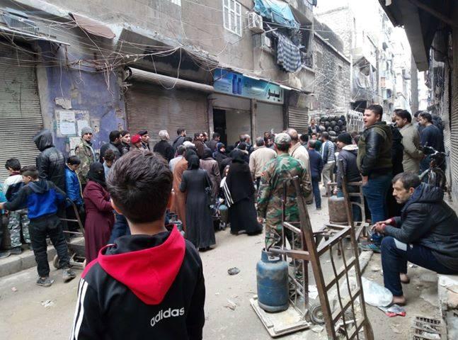 """صورة """"كوارث"""" الغاز والكهرباء في حلب.. اختناق أب وأطفاله الثلاثة واحتراق منزل"""