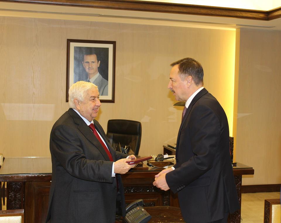 صورة المعلم يتسلم نسخة عن أوراق اعتماد سفير روسيا الاتحادية الجديد لدى سورية