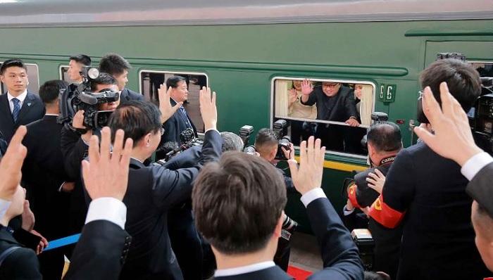 صورة كيم جونغ أون يتوجه إلى الصين على متن قطار