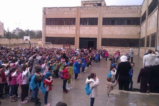 Photo of تربية حلب تنقل طلاب 4 مدارس إلى أخرى آمنة