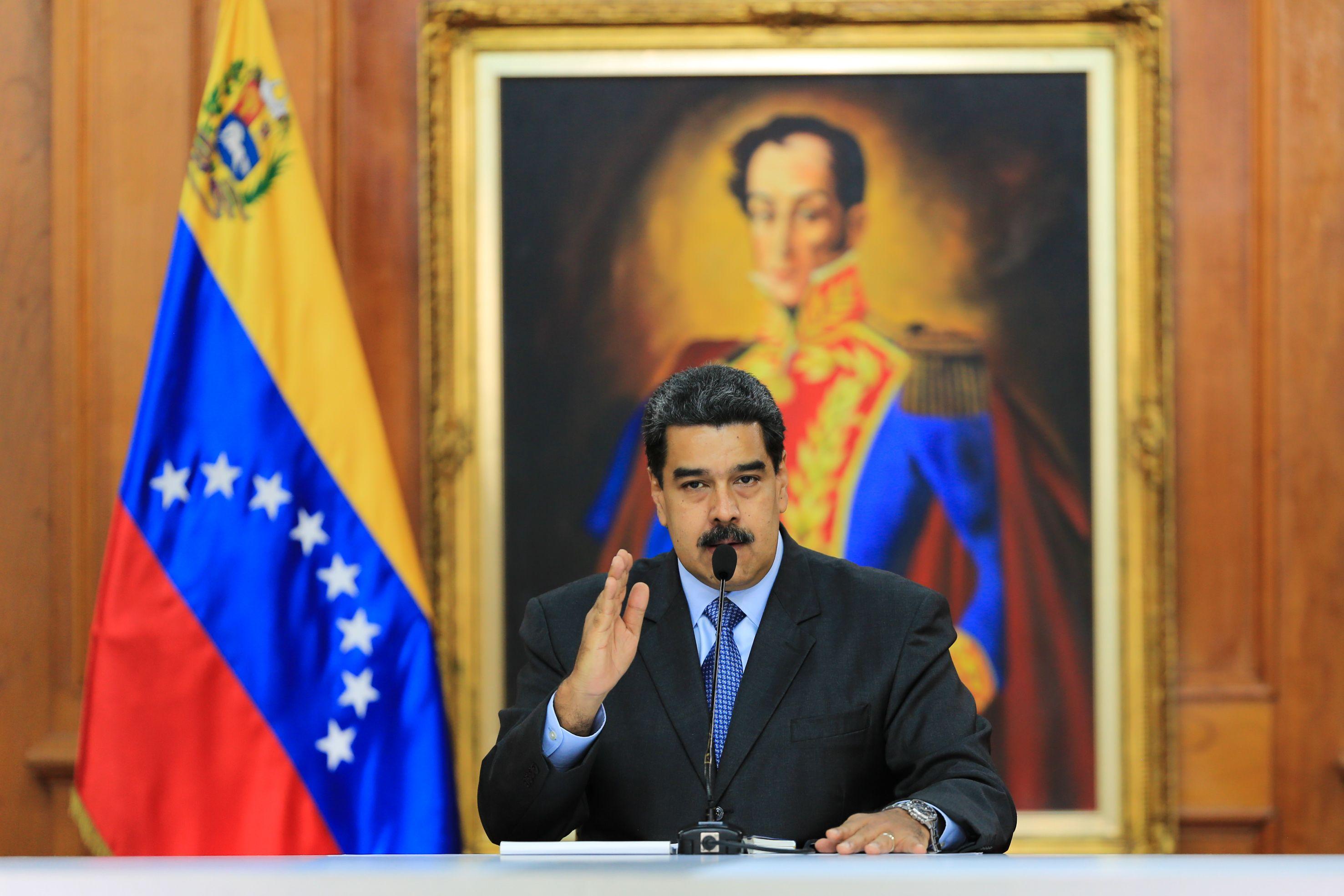 صورة مادورو: توقف يا ترامب.. ستلطخ البيت الأبيض بالدماء