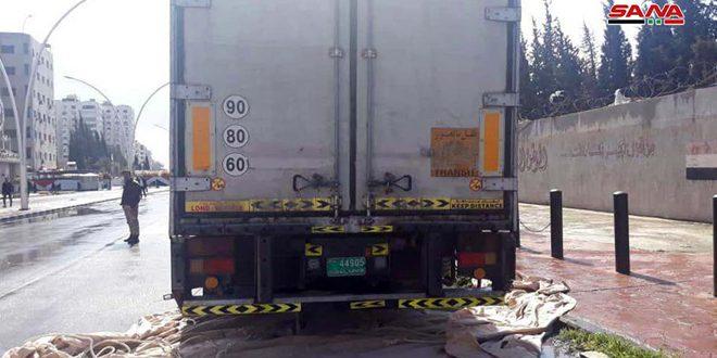 Photo of ضبط كميات كبيرة من حبوب الكبتاغون المخدرة داخل شاحنة تحمل لوحات إماراتية