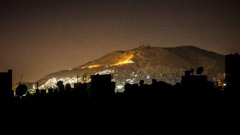 Photo of «الكهرباء» تشرح لـ«الوطن» أسباب القطع والوصل المتكرر خلال فترات قصيرة
