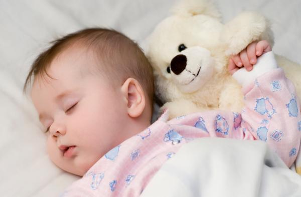صورة كيف يمكن للنوم بجانب طفلك أن يقتله!