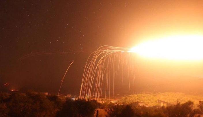"""Photo of طيران """"التحالف الأمريكي"""" يقصف بلدة الباغوز شرق دير الزور بالفوسفور الأبيض"""