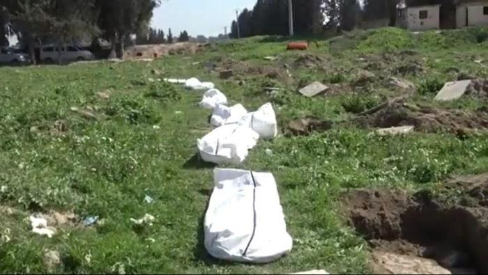 Photo of انتشال 11 جثة من المقابر الجماعية وتحت الأنقاض في الرقة