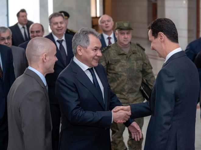 Photo of الرئيس الأسد يستقبل وزير الدفاع الروسي ويبحثان الوضع في إدلب وشرق الفرات