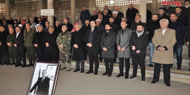 صورة بتكليف من الرئيس الأسد.. الوزير عزام يقدم التعازي بوفاة السفير الدكتور رياض السنيح