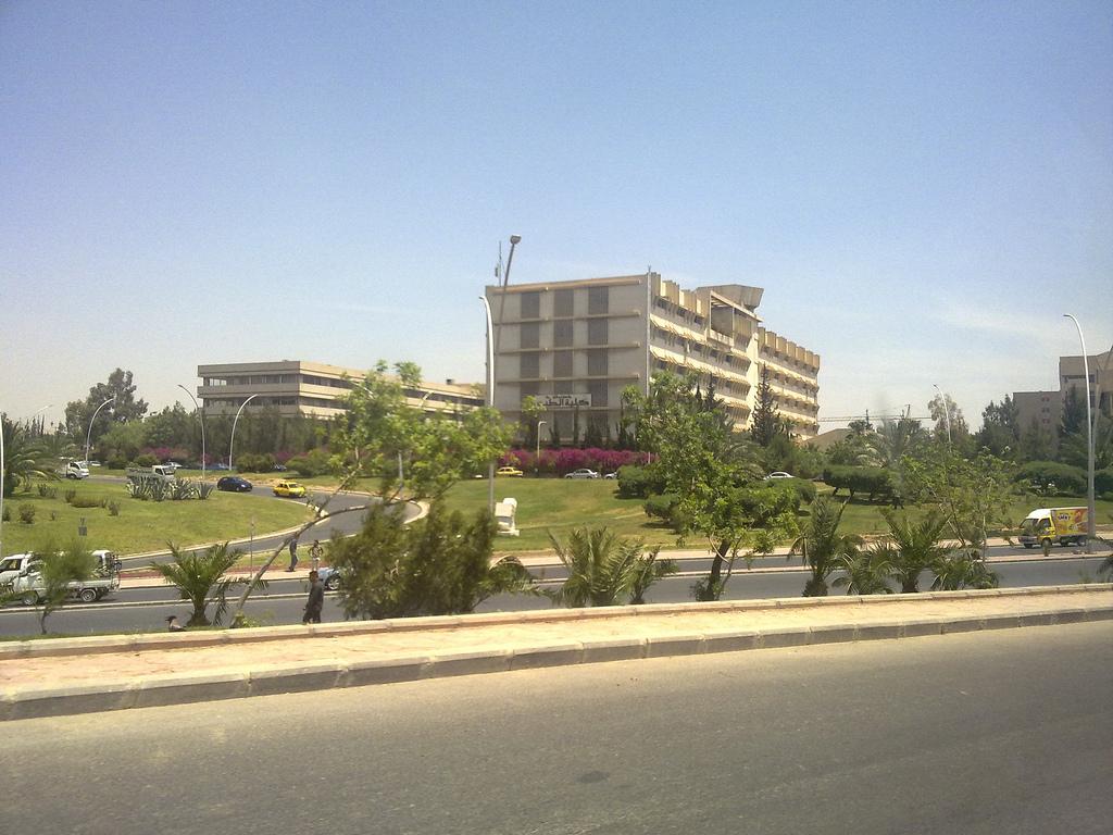 Photo of وزير التعليم العالي يرأس مجلس كلية الطب في جامعة دمشق