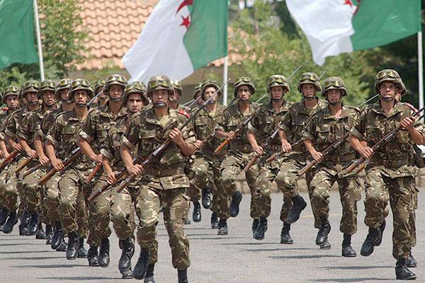 Photo of رئيس أركان الجيش الجزائري: الجيش لن يسمح بالعودة إلى عصر إراقة الدماء