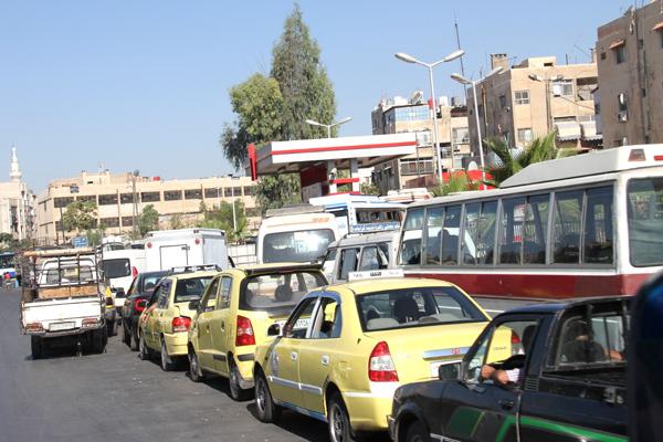 Photo of إجراءات لتحقيق انفراج في أزمة بنزين حلب اعتبارا من الغد