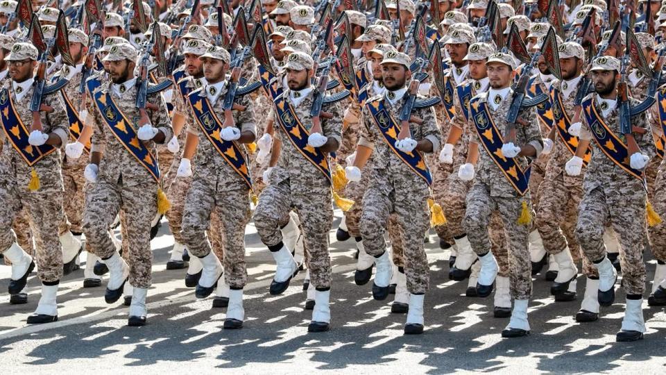 """صورة روحاني يهدد أمريكا بإنتاج أجهزة الطرد المركزية المتطورة """"آي.آر8"""""""
