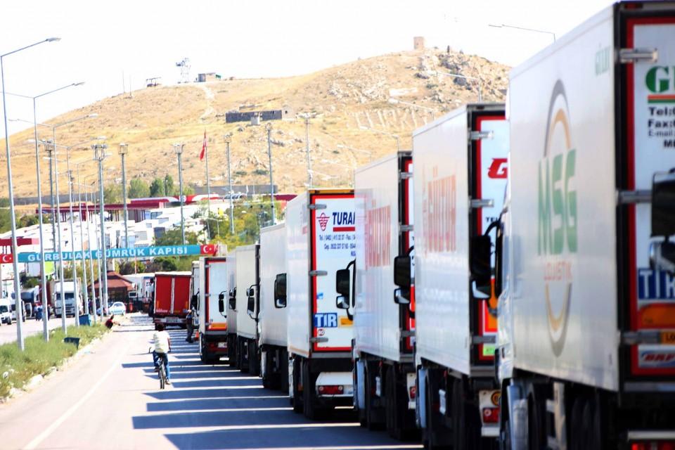 Photo of شاحنات تركية طلبت السماح بمرور الترانزيت من سورية