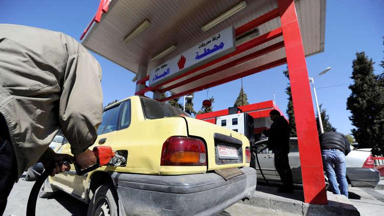 "Photo of ""النفط"": اللون البنفسجي للبنزين والبطاقة الذكية خفضا التهريب 90 بالمئة"