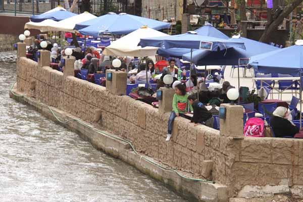 Photo of 70 بالمئة من مطاعم دمشق عقدت اتفاقيات إنفاق استهلاكي مع المالية