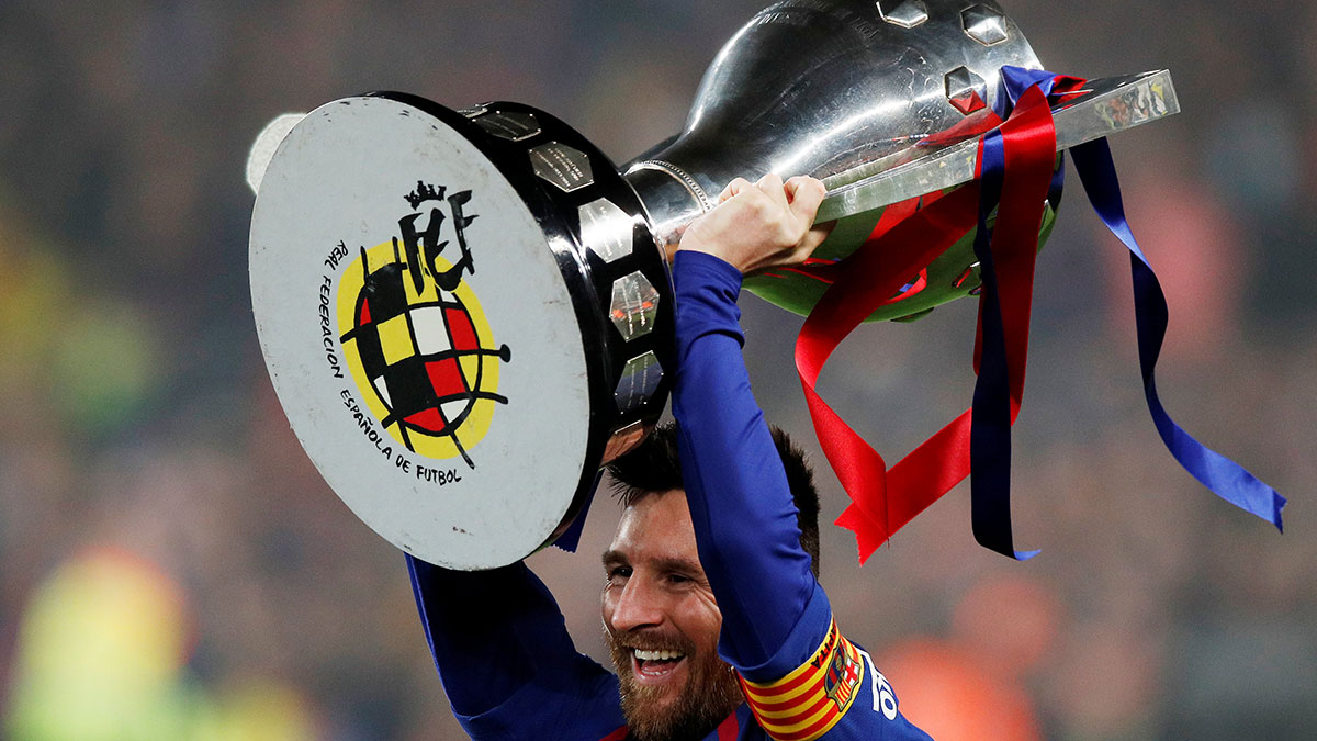 صورة ميسي يحتفظ بلقب الدوري الإسباني.. ورونالدو يصل للهدف 600 في تاريخه