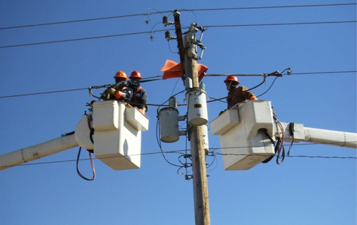"""Photo of """"الكهرباء"""" تتعاقد لاستيراد محولات لتأهيل شبكات المناطق المتضررة"""