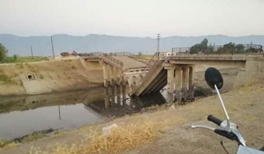 "Photo of إرهابيو ""النصرة"" يفجرون جسرا في حماة لوقف تقدم الجيش"