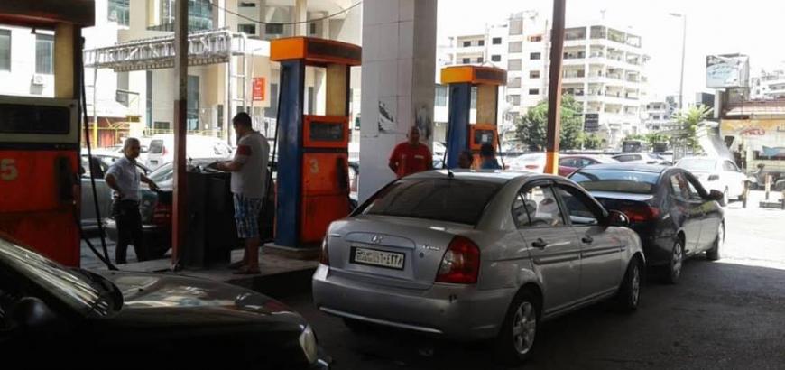 صورة 47 ليتر مجاناً للمسؤولين ولسيارات الخدمة