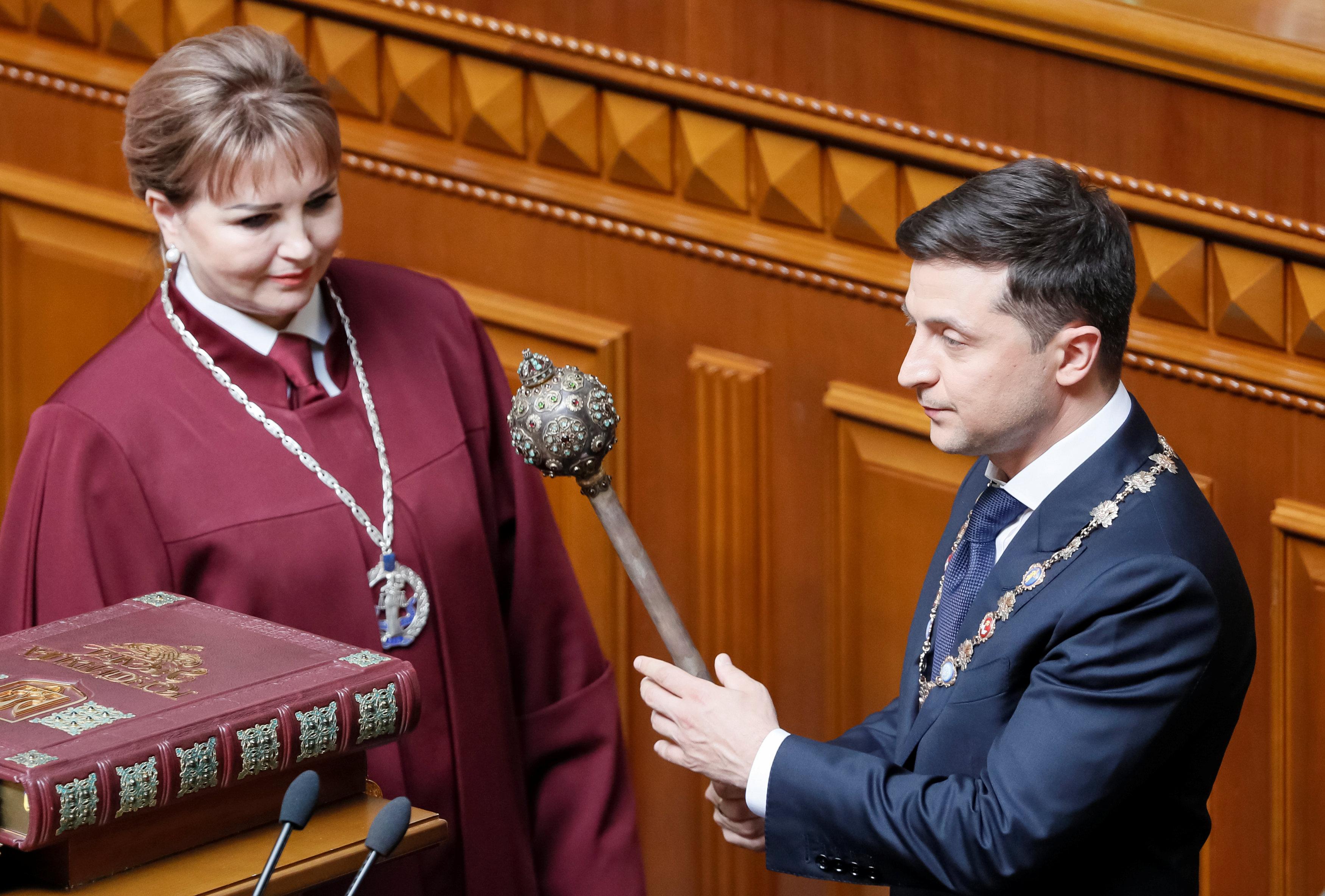 صورة رئيس أوكرانيا الجديد يؤدي اليمين الدستوري