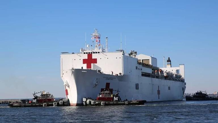 Photo of أميركا تصعد تهديداتها في مياه الخليج وترسل مشفىً بحرياً عملاقاً!