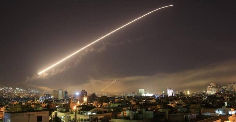 Photo of الدفاعات الجوية السورية تتصدى لاعتداء قادم من اتجاه القنيطرة