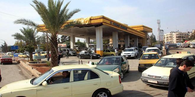 صورة ازدحام على محطات وقود اللاذقية … ومحروقات ترد: بسبب السيارات من خارج المحافظة
