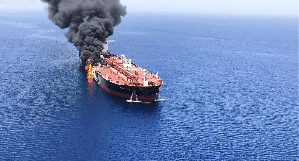 Photo of بومبيو يتهم إيران مباشرة بالوقوف خلف حادثة ناقلتي النفط في خليج عُمان