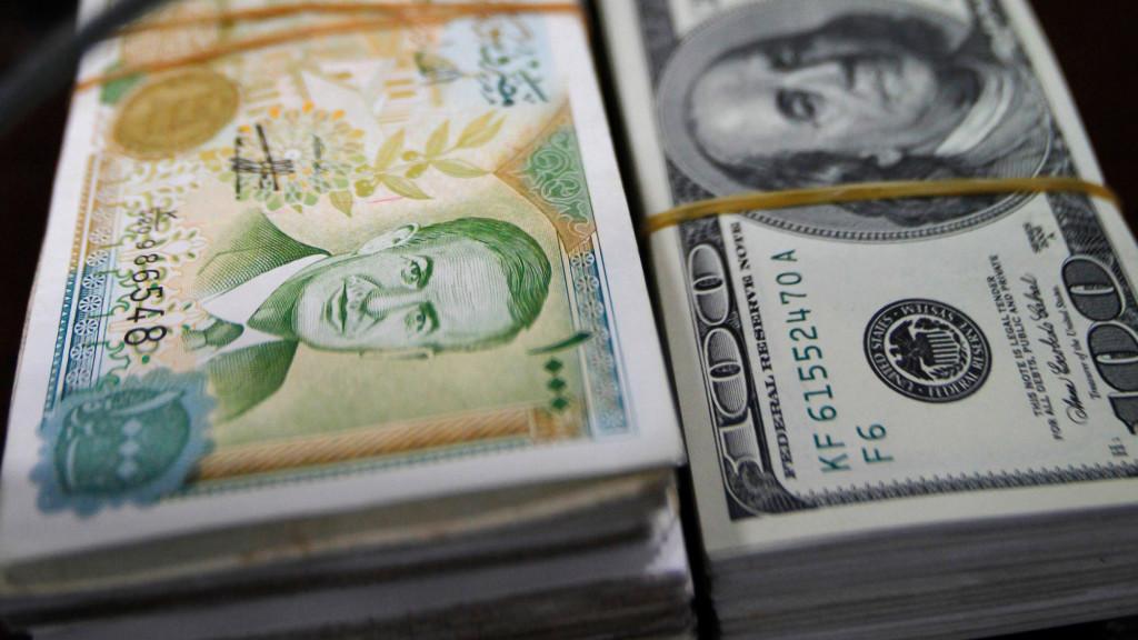 Photo of زيادة الحوالات لم تخفّض الدولار أمام الليرة والسعر تجاوز 590